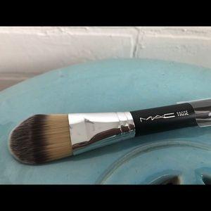 MAC cosmetics #190 foundation brush- new